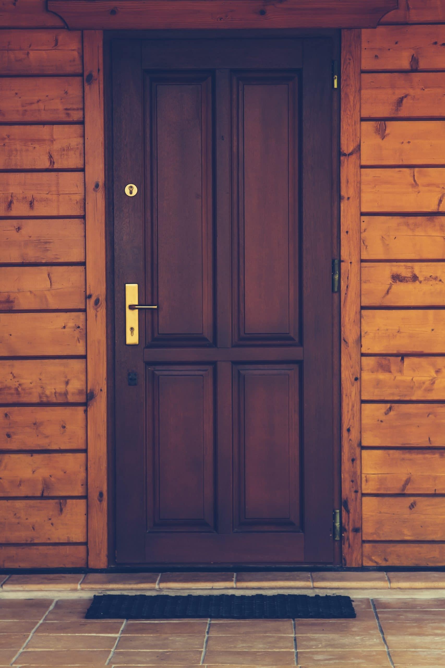 LEs aides à la rénovation de porte d'entrée