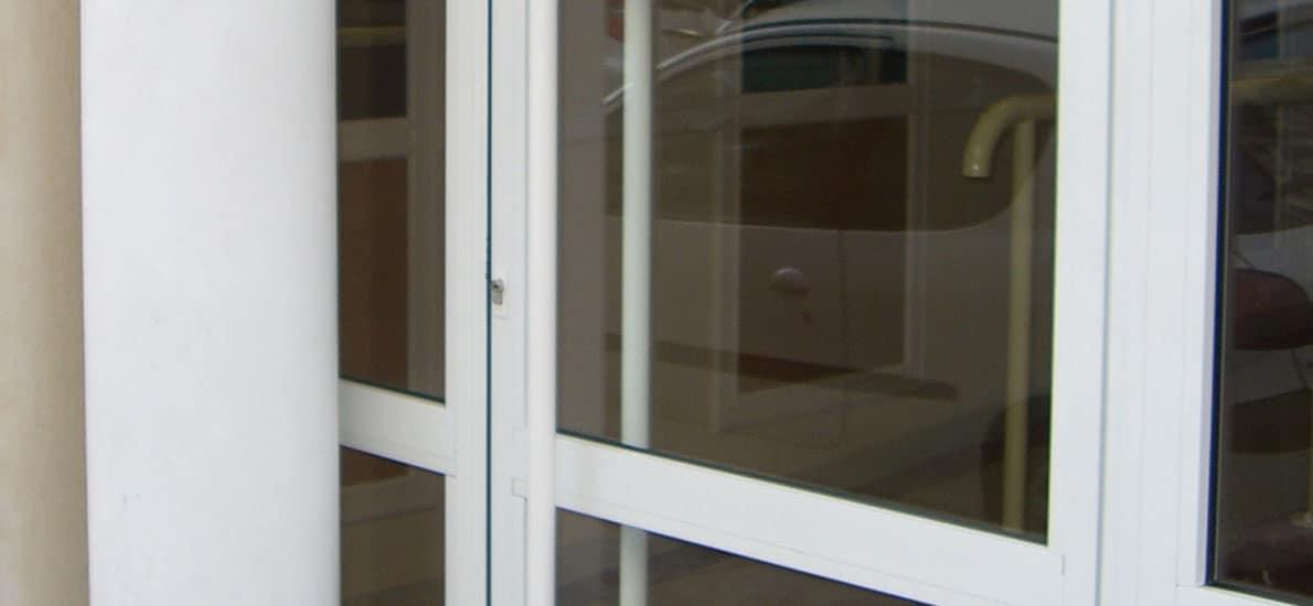 Est-il possible de repeindre une porte en aluminium?