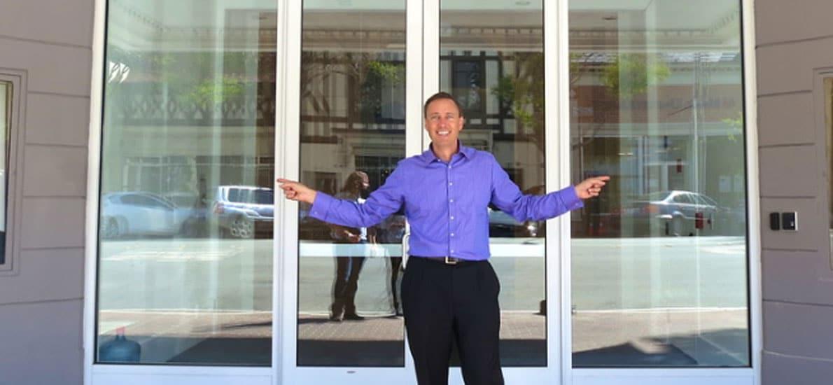Une porte d'entrée vitrée en PVC, c'est possible